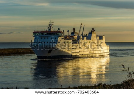 Aberdeen harbour, Scotland, United Kingdom, 16th August 2017. The Northlink ferry Hjalitland arrives at Aberdeen harbour after traveling down from Orkney and Shetland.