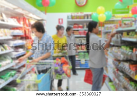 abstract blur of de focus background of people shopping in supermarket