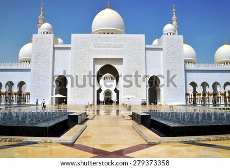 ABU DHABI, UAE - 16 AUGUST: General view on the largest mosque in the United Arab Emirates and the eighth largest mosque in the world. Abu Dhabi, UAE - Aug.16, 2014 - stock photo