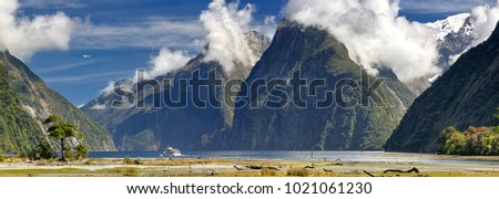 Activities at Milford Sound (Fjordland, New Zealand)