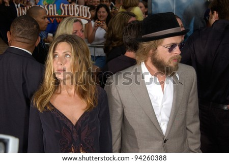 Actor BRAD PITT & actress wife JENNIFER ANISTON at the world premiere, in Hollywood, of The Bourne Identity. 06JUN2002.  Paul Smith / Featureflash - stock photo