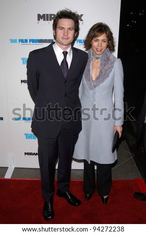 Actor HENRY THOMAS & wife at the Los Angeles premiere of his new movie Gangs of New York. 17DEC2002.    Paul Smith/Featureflash
