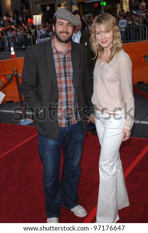 Actor JASON LEE & girlfriend BETH RIESGRAF at the special fan screening of War of the Worlds at the Grauman's Chinese Theatre, Hollywood. June 27, 2005 Los Angeles, CA  2005 Paul Smith / Featureflash