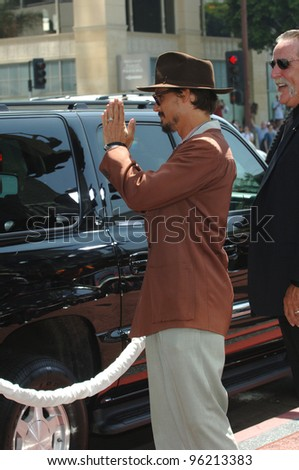Actor JOHNNY DEPP at the world premiere, in Hollywood, of his new movie Charlie and the Chocolate Factory. July 10, 2005 Los Angeles, CA  2005 Paul Smith / Featureflash