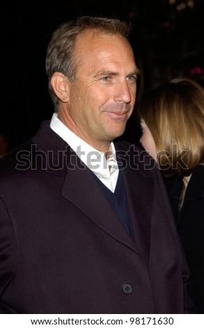 Actor KEVIN COSTNER at the Los Angeles premiere of his new movie Dragonfly. 18FEB2002.  Paul Smith/Featureflash