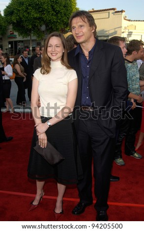 Actor LIAM NEESON & actress LAURA LINNEY at the world premiere of his new movie K-19: The Widowmaker. 15JUL2002.   Paul Smith / Featureflash