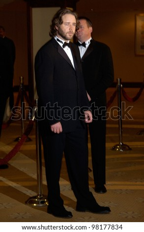 Actor RUSSELL CROWE at the 54th Annual Directors Guild Awards in Beverly Hills. 09MAR2002.  Paul Smith / Featureflash