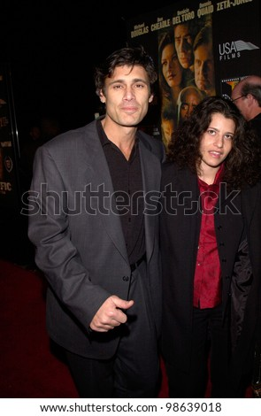 Actor STEVEN BAUER & fiance BREA HICKS at the Los Angeles premiere of his new movie Traffic. 14DEC2000.   Paul Smith / Featureflash