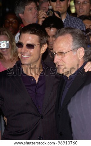 Actor TOM CRUISE & director MICHAEL MANN at the world premiere, in Los Angeles, of their new movie Collateral. August 2, 2004