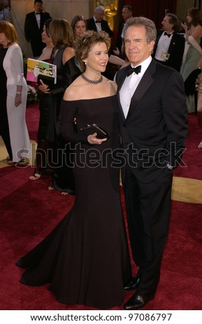 Actor WARREN BEATTY & wife actress ANNETTE BENING at the 77th Annual Academy Awards at the Kodak Theatre, Hollywood, CA February 27, 2005; Los Angeles, CA.  Paul Smith / Featureflash