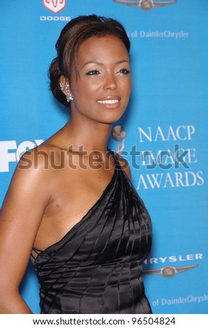 Actress AISHA TYLER at the 37th Annual NAACP Image Awards at the Shrine Auditorium, Los Angeles. February 25, 2006  Los Angeles, CA  2006 Paul Smith / Featureflash