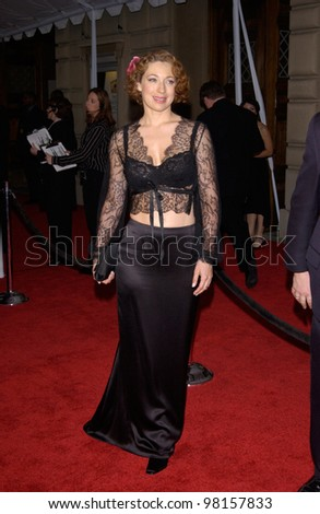 Actress ALEX KINGSTON at the 28th Annual People's Choice Awards in Pasadena. 13JAN2002.  Paul Smith/Featureflash