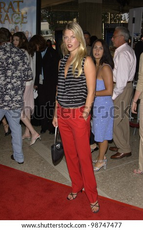 Actress ALI LARTER at the world premiere of Rat Race, in Los Angeles. 30JUL2001.  Paul Smith/Featureflash
