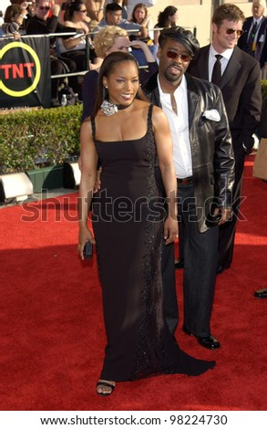 Actress ANGELA BASSETT & actor husband COURTNEY B. VANCE at the 8th Annual Screen Actors Guild Awards in Los Angeles. 10MAR2002.  Paul Smith / Featureflash