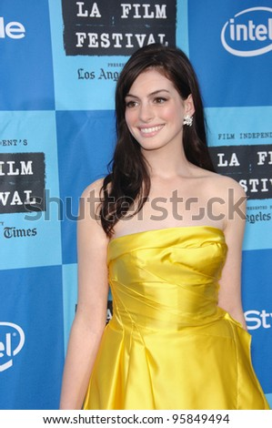 """Actress ANNE HATHAWAY at the Los Angeles Film Festival premiere of her new movie """"The Devil Wears Prada"""". June 22, 2006  Los Angeles, CA  2006 Paul Smith / Featureflash - stock photo"""