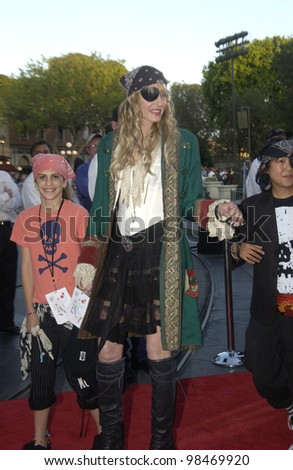 Actress DARYL HANNAH at the world premiere of Pirates of the Caribbean: The Curse of the Black Pearl, at Disneyland, California. June 28, 2003  Paul Smith / Featureflash