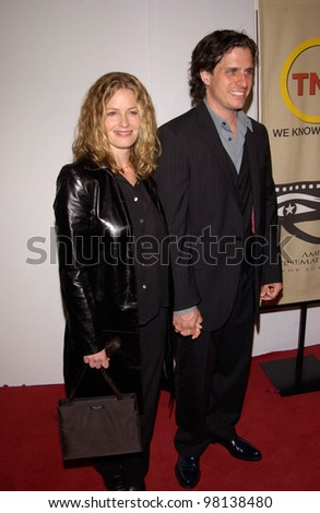 Actress ELISABETH SHUE & husband DAVIS GUGGENHEIM at the 16th Annual American Cinematheque Ball, in Beverly Hills, honoring Nicolas Cage. 28OCT2001.   Paul Smith/Featureflash