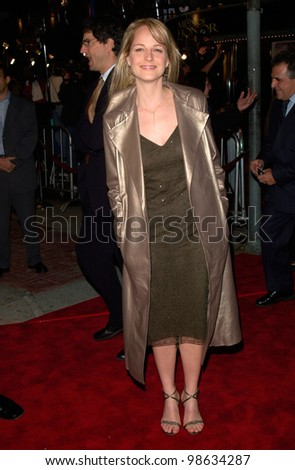 Actress HELEN HUNT at the Los Angeles premiere of her new movie Cast Away. 07DEC2000.   Paul Smith / Featureflash
