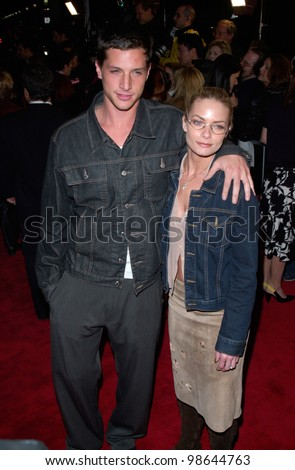 Actress JAIME PRESSLY & actor boyfriend SIMON REX at the world premiere, in Los Angeles, of Saving Silverman. 07FEB2001.   Paul Smith/Featureflash