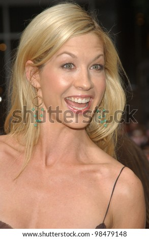 Actress JENNA ELFMAN at the world premiere, in Hollywood, of her new movie Looney Tunes Back in Action. November 9, 2003  Paul Smith / Featureflash