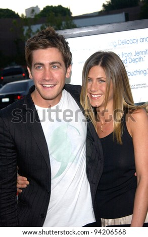 Actress JENNIFER ANISTON & actor JAKE GYLLENHAAL at the Los Angeles premiere of their new movie The Good Girl. 07AUG2002.   Paul Smith / Featureflash - stock photo