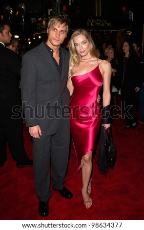 Actress JENNIFER GAREIS & actor boyfriend DAX GRIFFIN at the Los Angeles premiere of Cast Away. 07DEC2000.   Paul Smith / Featureflash