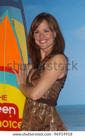 "Actress JENNIFER GARNER at the 2004 Teen Choice Awards at Universal Studios, Hollywood. She won the award for Choice TV Actress, Drama/Adventure for her role in ""Alias."" August 8, 2004 - stock photo"