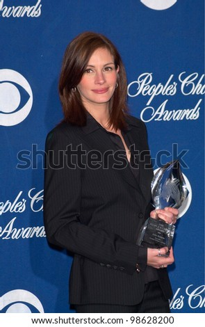 Actress JULIA ROBERTS at the 27th Annual People's Choice Awards in Pasadena, California. 07JAN01.   Paul Smith/Featureflash