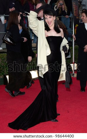Actress JULIETTE BINOCHE at the 7th Annual Screen Actors Guild Awards in Los Angeles. 11MAR2001.    Paul Smith/Featureflash