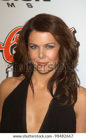 Actress LAUREN GRAHAM at the Los Angeles premiere of her new movie Bad Santa. November 18, 2003  Paul Smith / Featureflash