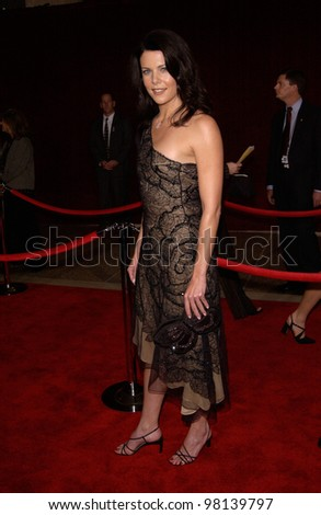 Actress LAUREN GRAHAM at the 53rd Annual Primetime Emmy Awards in Century City, California. 04NOV2001.  Paul Smith/Featureflash