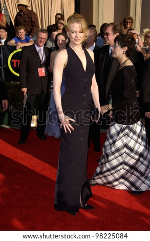 Actress NICOLE KIDMAN at the 8th Annual Screen Actors Guild Awards in Los Angeles. 10MAR2002.  Paul Smith / Featureflash