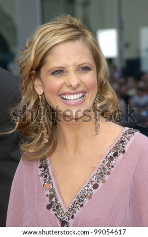Actress SARAH MICHELLE GELLAR at the world premiere, in Hollywood, of her new movie Scooby-Doo 2: Monsters Unleashed. March 20, 2004