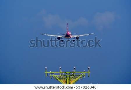 Air plane go to landing