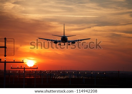 aircraft approach during sundown