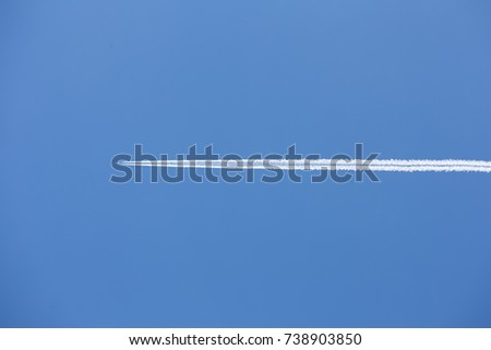 airplane flying through blue sky with a vapour trial