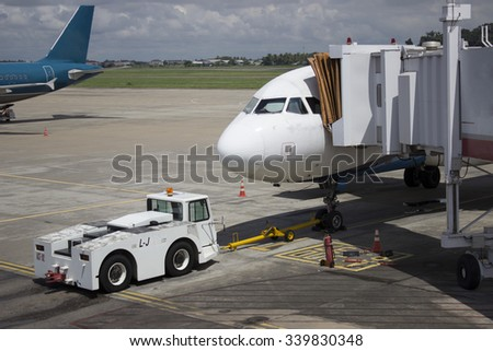 airplane: Transport In the Airport