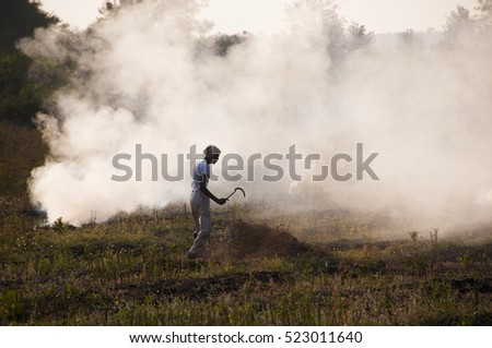 AKOLA - MAHARASHTRA- INDIA, 30 JUN 2016: unidentified Indian farmers working in his farm.