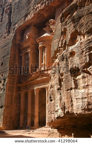 Al Khazneh, the main temple in Petra ancient city