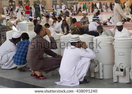 AL MADINAH, KINGDOM OF SAUDI ARABIA - 28.05.2016 : Muslim men drinking zam water at compound of Nabawi Mosque, in Al Madinah, S. Arabia. Nabawi mosque is the 2nd holiest mosque in Islam.