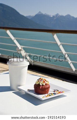 Alaska - Enjoy Haines - Delight With A Cupcake And Hot Drink On The Deck Of Cruise Ship - Travel Destination / Relaxation And Delight