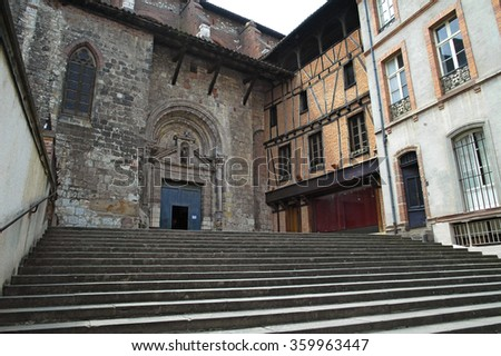 Albi (Tarn, Midi-Pyrenees, France) - Old typical buildings. Church and palace