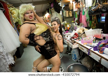 ALCAZAR CABARET , PATTAYA, THAILAND - NOVEMBER 1, 2006 :  The Alcazar is one of the best transsexual shows, the backstage is very busy, artists have little time to change costumes between each show - stock photo