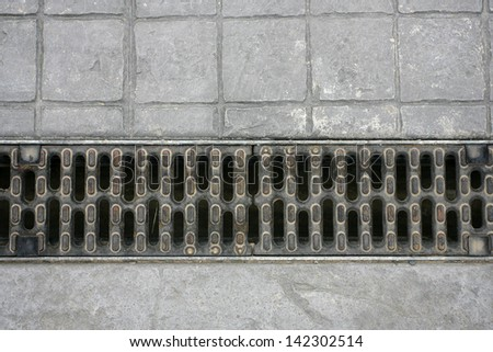 Aligned manhole cover, Weathering for water in a court - stock photo
