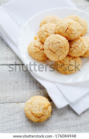 almond cookies, amarettini, food closeup