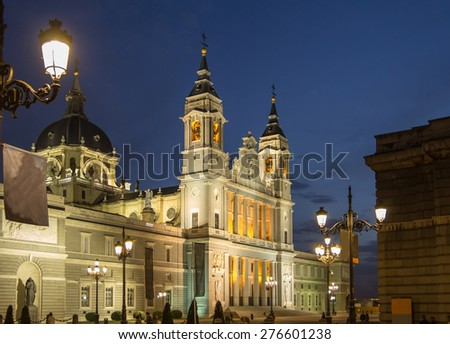 almudena cathedral madrid in night