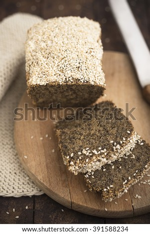 Amatnth and chia bread with sesame seed crust