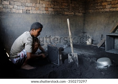 AMBATOLAMPY, MADAGASCAR, November 16, 2015 : Several craft manufacturings of aluminum kitchen utensils work with salvaged materials in the town.