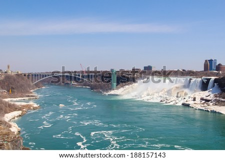 American Falls and the border crossing bridge between Canada and USA
