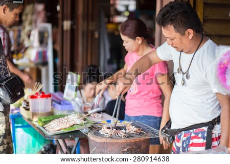AMPHAWA,THAILAND-DE May 10 An unidentified street vendor prepares food in the Amphawa Floating Market on May 10, 2015 in Amphawa, Thailand.